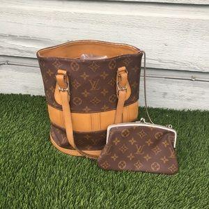 Louis Vuitton marais bucket pm w/ kisslock pouch